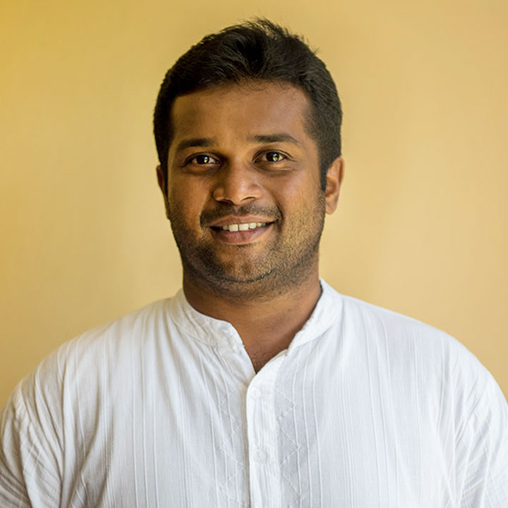 Dr. Ninnu is the knowledgeable and caring Ayurvedic doctor at Oneworld Ayurveda's Panchakarma Bali retreat.